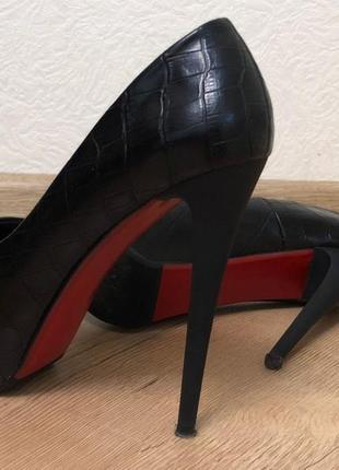 Новые туфли на шпильке